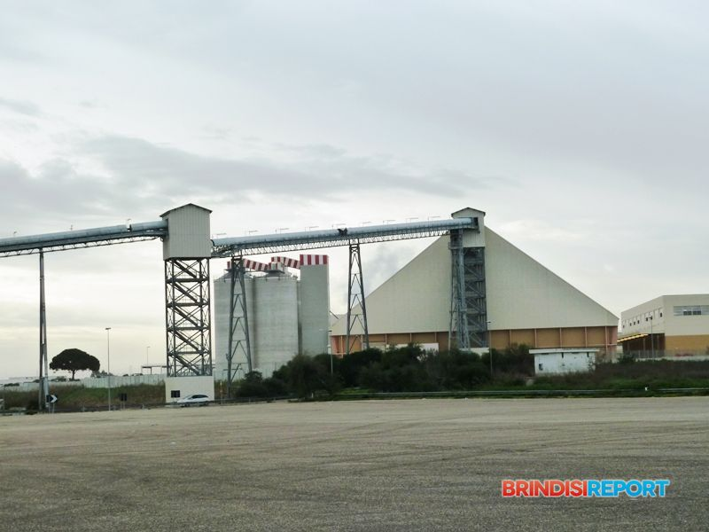 Il nastro trasportatore e il magazzino dello zuccherificio